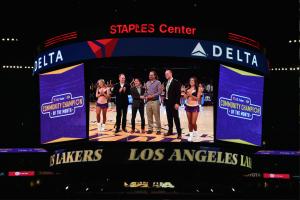 Bo Lakers Award2